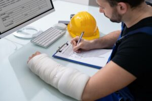 An injured worker in Georgia applies for workers compensation.